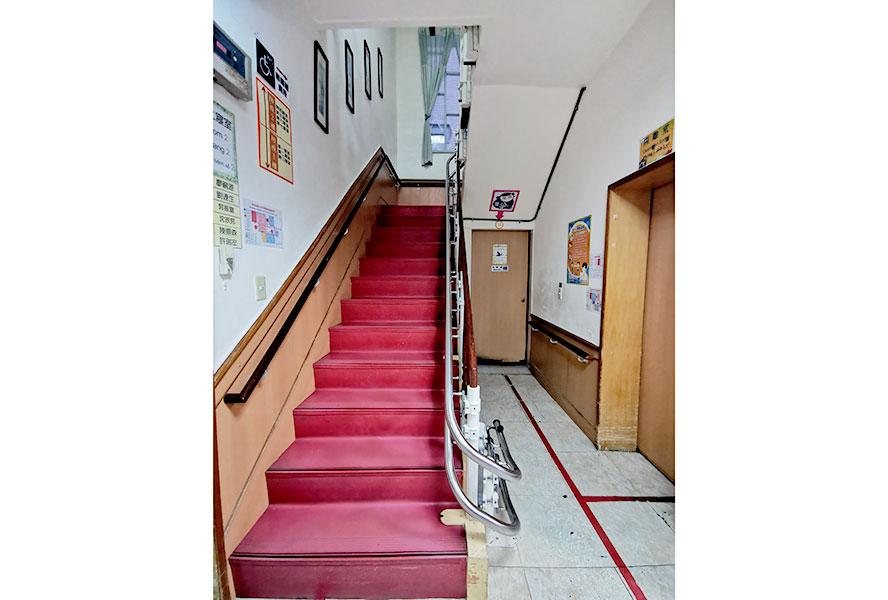 臺北市私立尊暉老人長期照顧中心-樓梯