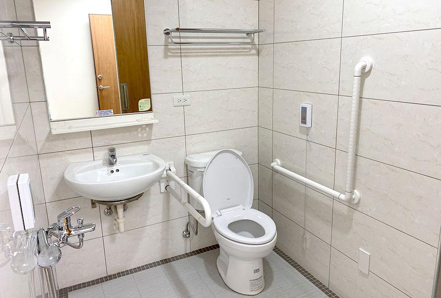 財團法人台灣省私立健順養護中心-廁所