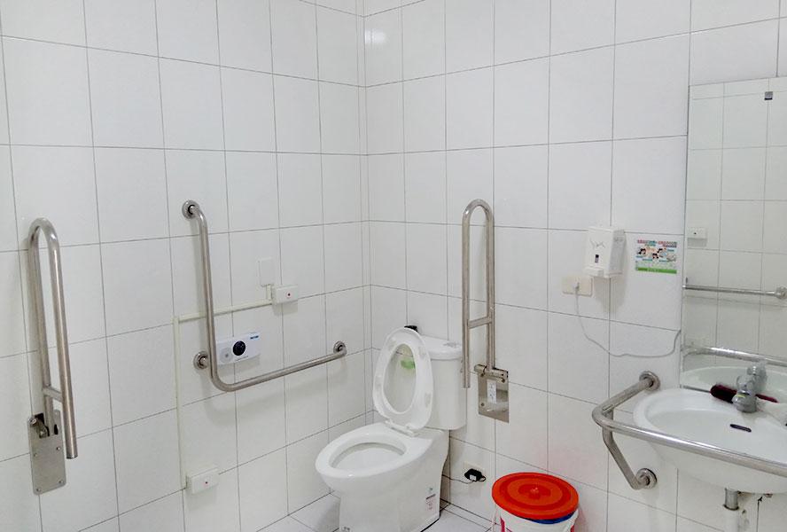 臺南市私立藤龍老人長期照顧中心廁所
