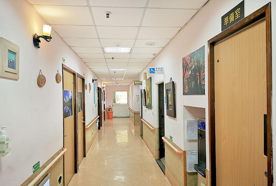 台中市泰安老人養護中心走廊