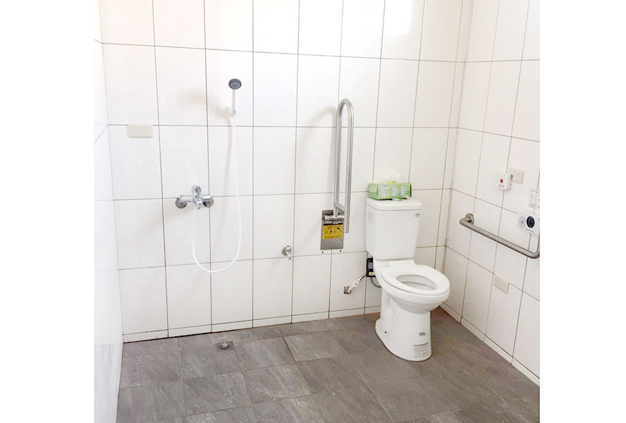 彰化縣晨閔老人長期照顧中心廁所