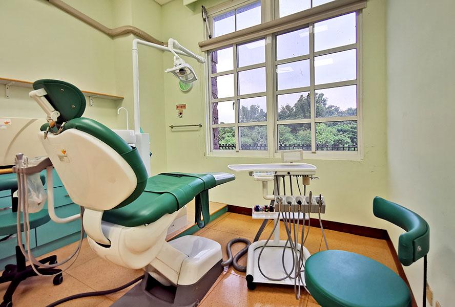 高雄市萃文佛恩養護院-牙齒檢查區