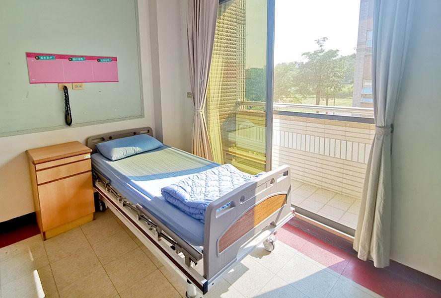 台南市台南市天壇老人養護中心-房間1