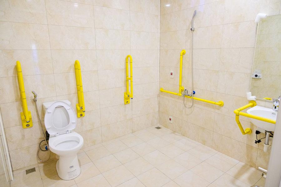 青松健康股份有限公司附設私立思齊綜合長照機構-廁所