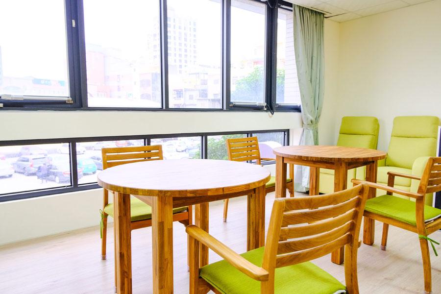 青松健康股份有限公司附設私立大雅綜合長照機構-休息區