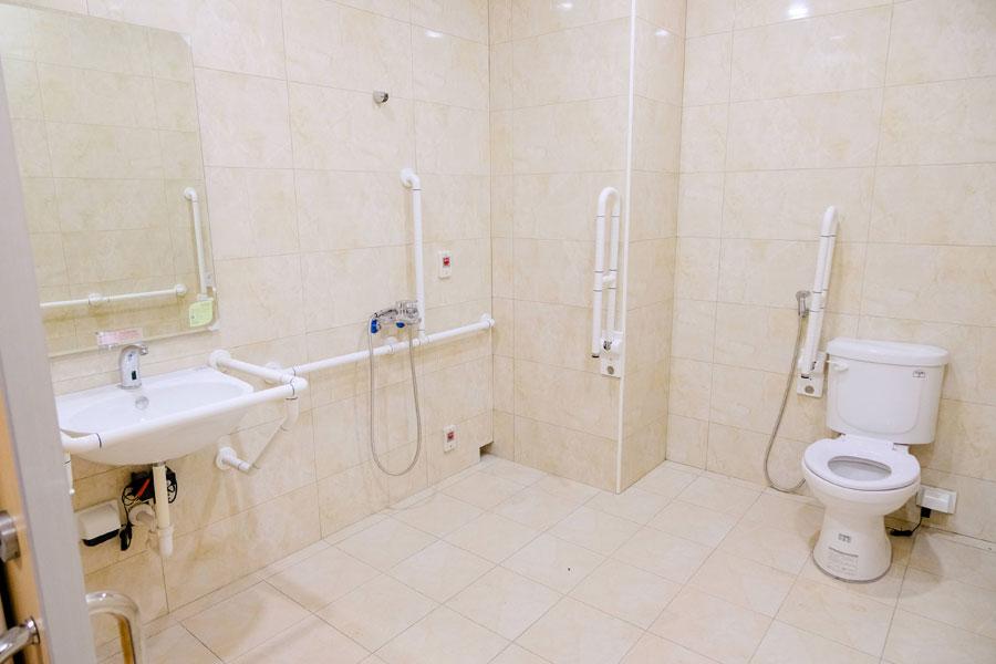 青松健康股份有限公司附設私立中清綜合長照機構-廁所