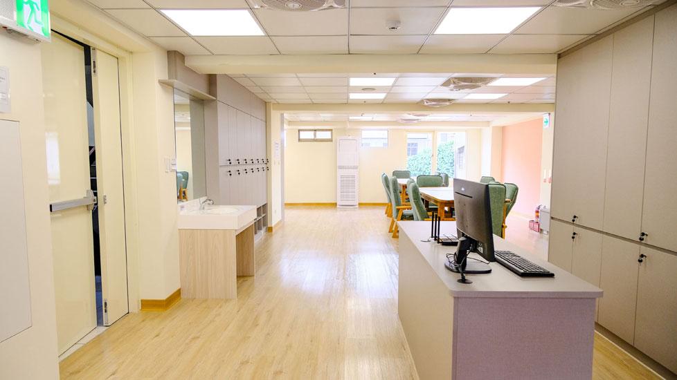 青松健康股份有限公司附設私立仁和綜合長照機構-櫃台