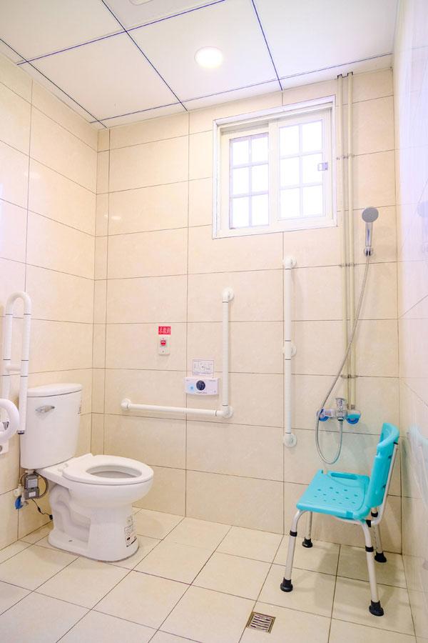 青松健康股份有限公司附設南投縣私立新豐綜合長照機構-廁所