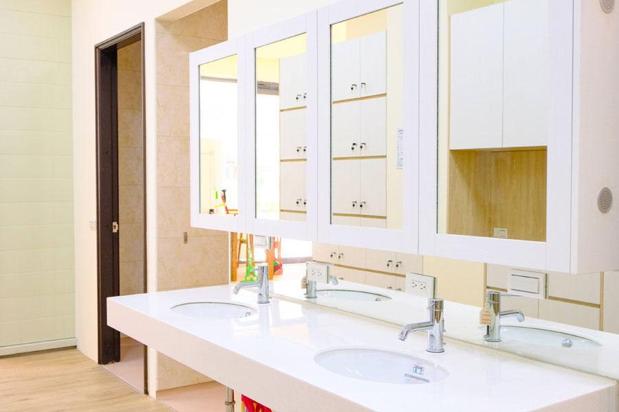 青松健康股份有限公司附設私立自由綜合長照機構-廁所