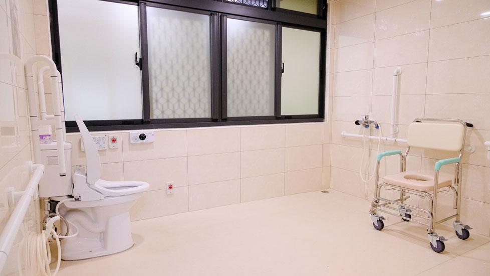 青松健康股份有限公司附設私立上和社區長照機構-廁所