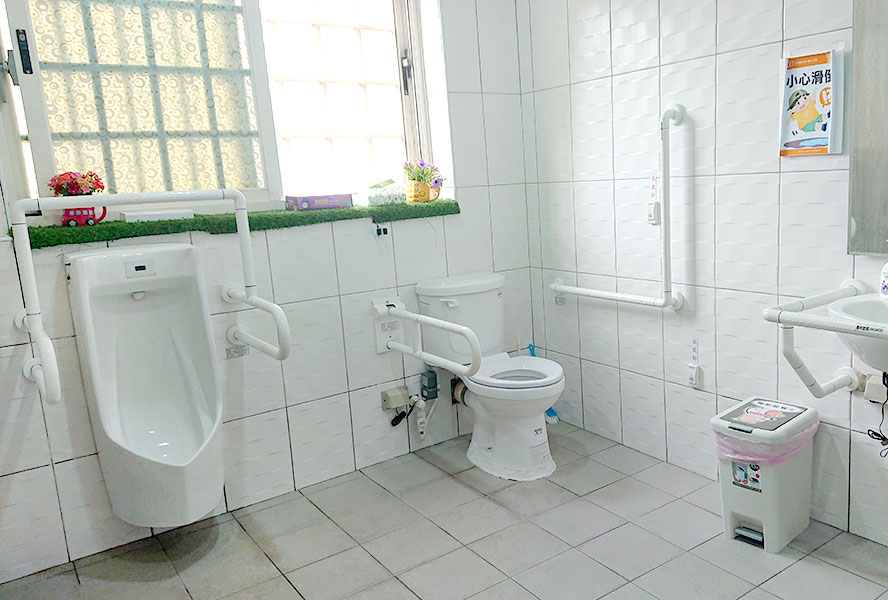 喜憨兒社會福利基金會附設新竹縣喜歡你長期照顧機構(日間照顧中心)-無障礙廁所