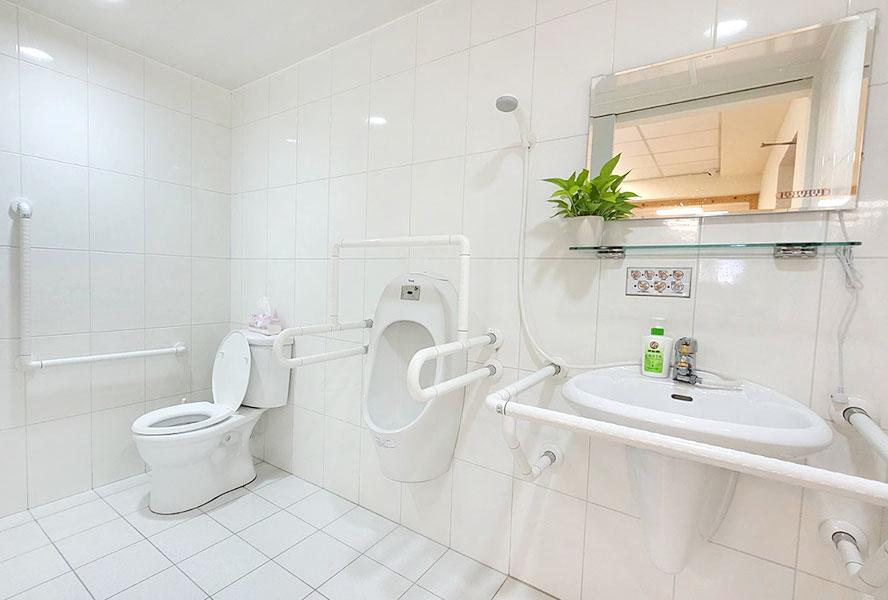 陶朱創生有限公司附設私立來共社區長照機構-洗手間