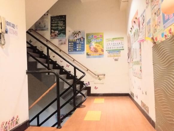 新北市新興護理之家-樓梯
