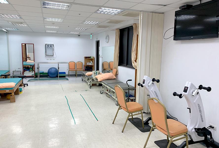 新北仁康醫院附設護理之家-復健科運動治療區1