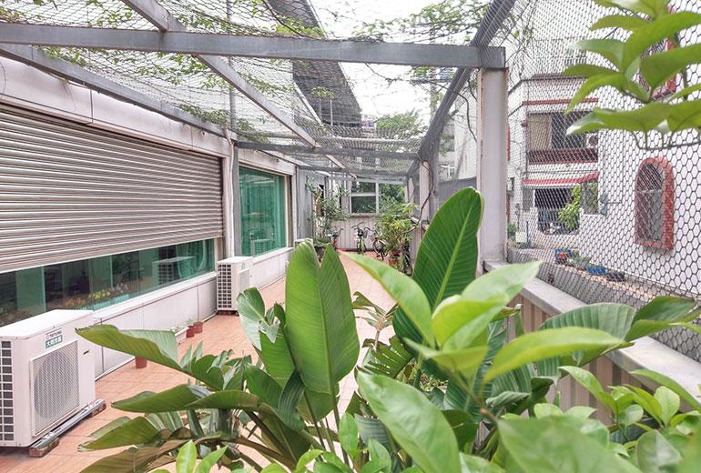 安心居護理之家-戶外走廊2