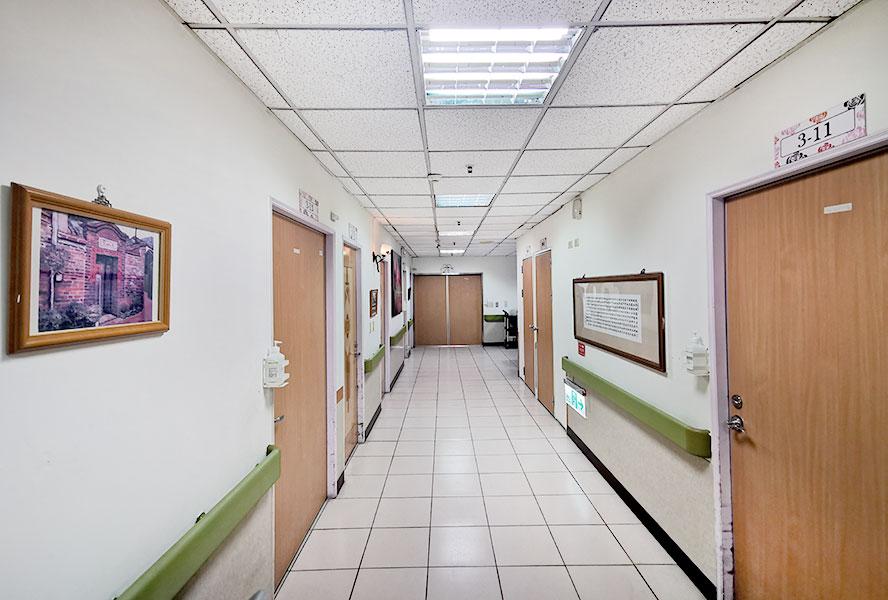 台中市九德大愛護理之家走廊