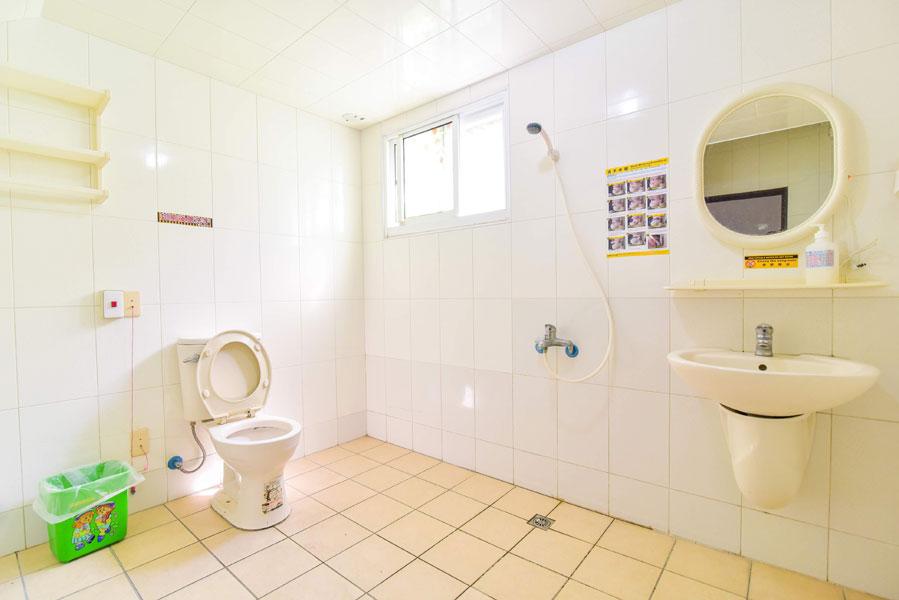 高雄市松和護理之家-廁所