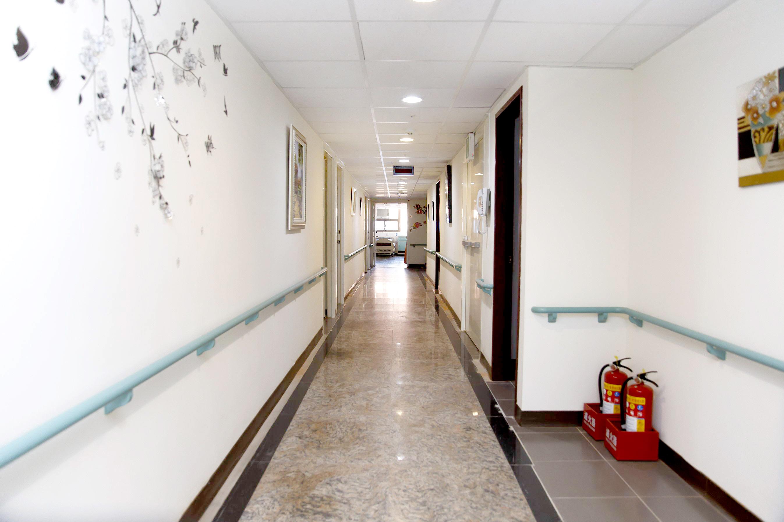 桃園市南雅護理之家-走廊1