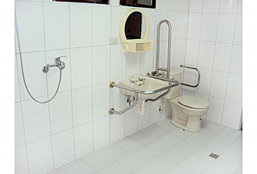 桃園市私立龍祥老人長期照顧中心-身障廁所