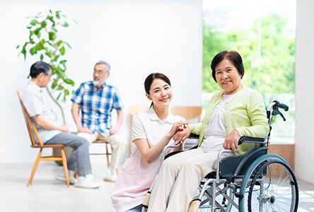 長期照護中心費用要多少?機構差異及常見費用項目一次看